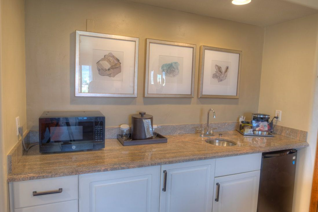 Wet bar and kitchen in suite at Hilton Sedona